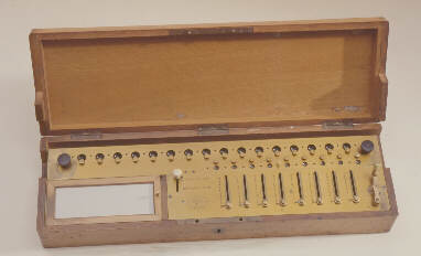 De Colmar's Arithmometer (1820) © Science Museum, London<br>Science & Society Picture Library